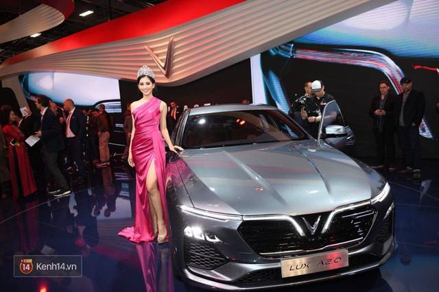 Màn ra mắt 2 xe hơi của VinFast: Đẳng cấp và thấm đẫm tinh thần tự hào dân tộc! - Ảnh 1.