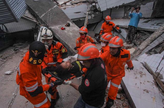 Số người chết sau thảm họa kép ở Indonesia tăng vọt lên 1.347 - Ảnh 1.