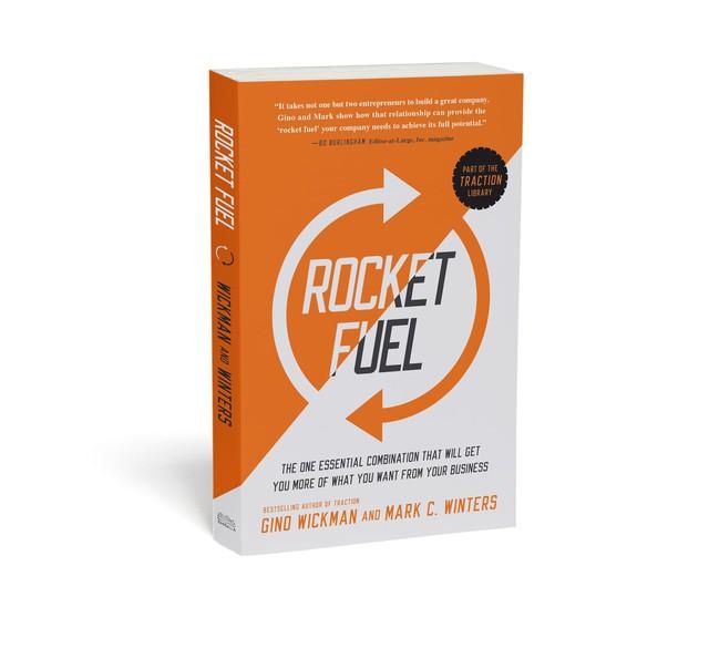 10 cuốn sách gối đầu giường của các doanh nhân nổi tiếng có thể khiến bạn đổi đời - Ảnh 2.
