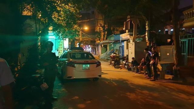 Hà Nội: Người dân kể lại giây phút tài xế Mazda rút súng bắn rồi đánh và lái xe chèn qua nạn nhân - Ảnh 6.