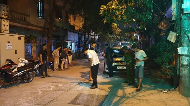Hà Nội: Người dân kể lại giây phút tài xế Mazda rút súng bắn rồi đánh và lái xe chèn qua nạn nhân - Ảnh 7.