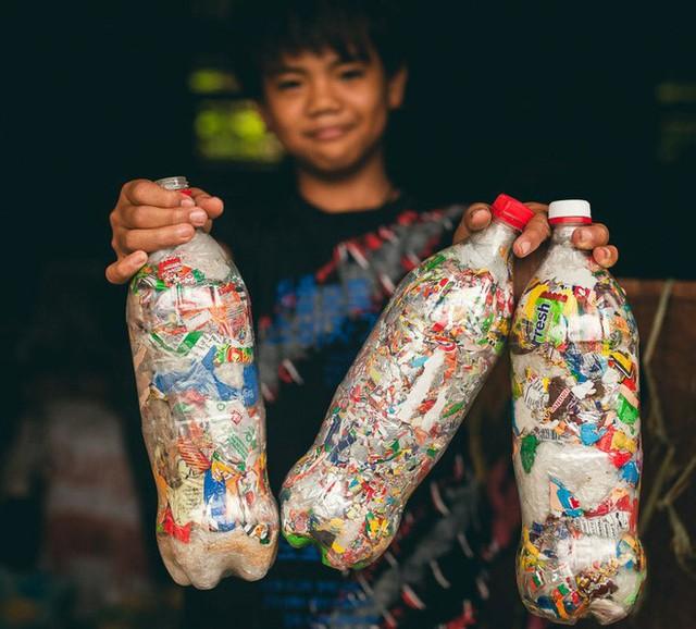 Xây nhà bằng nhựa tái chế và câu chuyện bảo vệ môi trường - Ảnh 2.