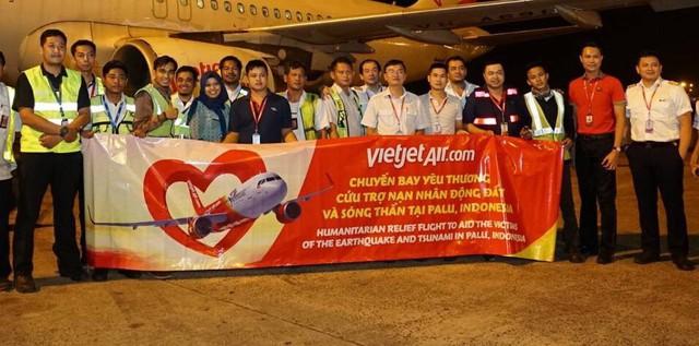 Chuyến bay cứu trợ nạn nhân động đất - sóng thần của Vietjet đã tới Indonesia - Ảnh 1.