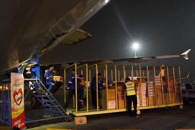 Chuyến bay cứu trợ nạn nhân động đất - sóng thần của Vietjet đã tới Indonesia - Ảnh 2.