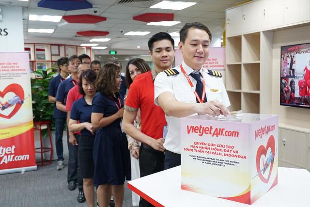 Chuyến bay cứu trợ nạn nhân động đất - sóng thần của Vietjet đã tới Indonesia - Ảnh 7.