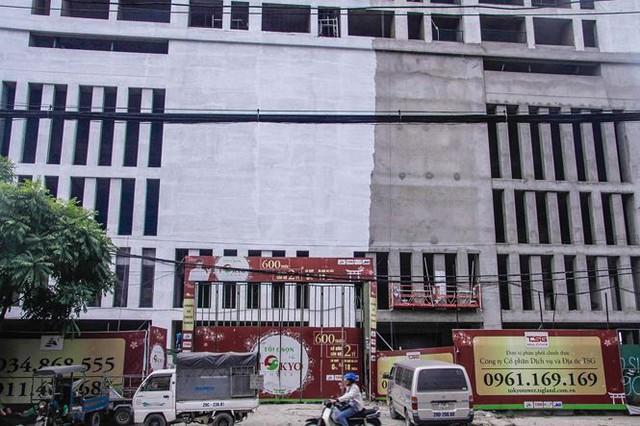 Cận cảnh tòa nhà nghìn tỷ cao thứ 3 Hà Nội bị ngân hàng siết nợ - Ảnh 3.