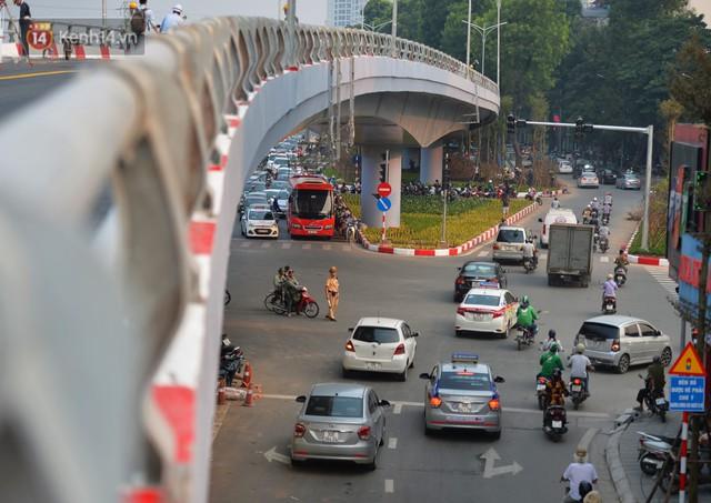 Clip, ảnh: Cận cảnh cầu vượt hơn 300 tỷ ở nút giao An Dương - Nghi Tàm trước ngày thông xe - Ảnh 8.