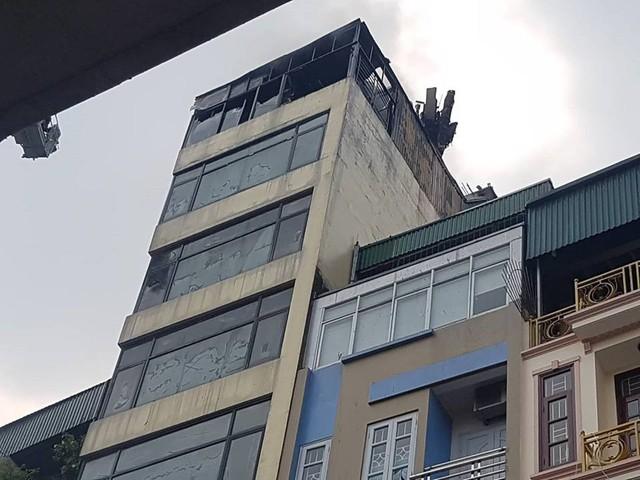 Cháy quán Karaoke trên phố Hào Nam: Do chủ nhà đốt vàng mã ngày mùng 1 - Ảnh 10.