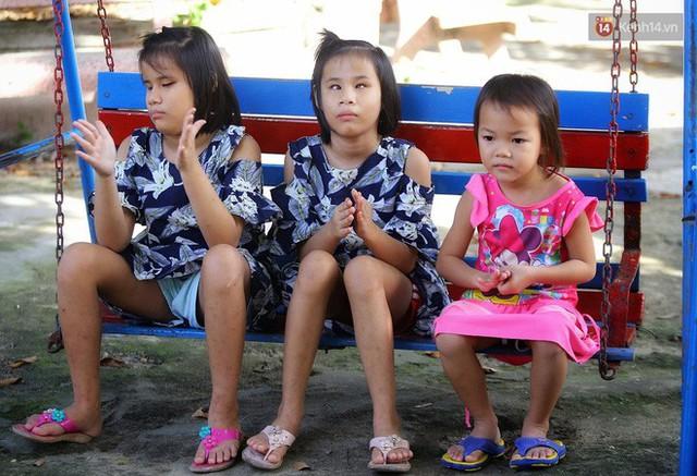 Chuyện của má Loan và những đứa con đặc biệt: Từ bỏ giảng đường, vào Hội An chăm sóc trẻ mồ côi khuyết tật - Ảnh 11.