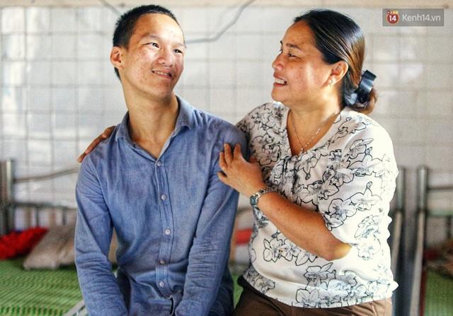 Chuyện của má Loan và những đứa con đặc biệt: Từ bỏ giảng đường, vào Hội An chăm sóc trẻ mồ côi khuyết tật - Ảnh 13.