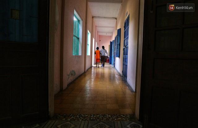 Chuyện của má Loan và những đứa con đặc biệt: Từ bỏ giảng đường, vào Hội An chăm sóc trẻ mồ côi khuyết tật - Ảnh 18.