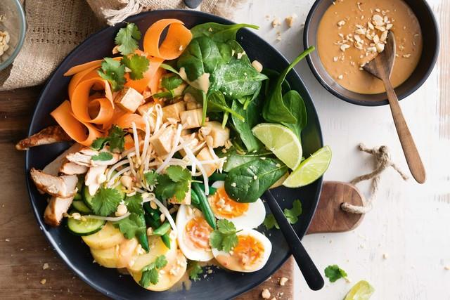 Không chỉ gồm rau củ, món salad truyền thống ở các nước được chế biến cầu kì và tinh tế như thế này đây - Ảnh 3.