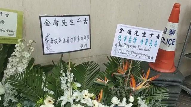 Tang lễ nhà văn Kim Dung: Lưu Đức Hoa, Huỳnh Hiểu Minh cùng dàn nghệ sĩ gửi hoa trắng rợp trời - Ảnh 12.