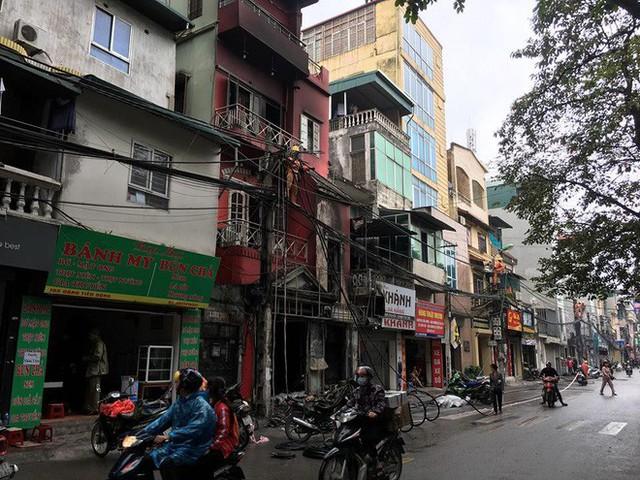 Hà Nội: Sau tiếng nổ lớn, lửa bao trùm ngôi nhà 4 tầng - Ảnh 4.