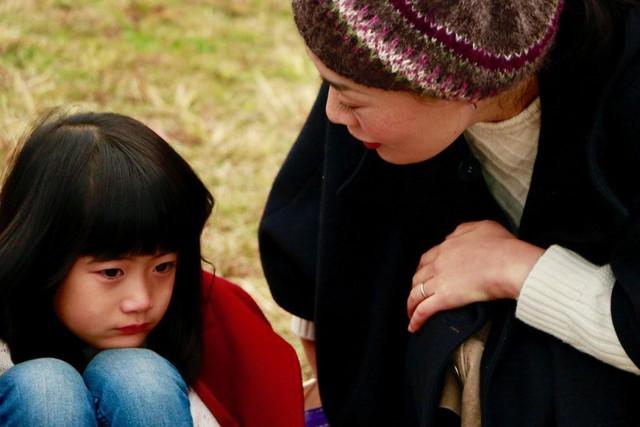 Bí quyết dạy con tính kỷ luật của người Nhật: Cách trẻ cư xử phụ thuộc vào phản ứng của cha mẹ, đừng bao giờ khiển trách, trừng phạt con ở chỗ đông người - Ảnh 4.