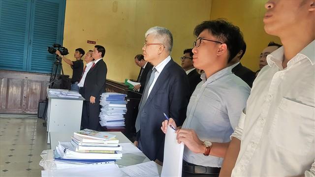 Hàng trăm tài xế Vinasun lại tập trung trước tòa theo dõi vụ kiện với Grab - Ảnh 2.