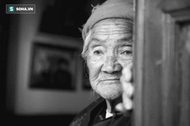 Lẩm bẩm mãi 2 từ khó hiểu, bà cụ 81 tuổi khiến ai nghe chuyện cũng xót xa và ngẫm lại mình - Ảnh 1.