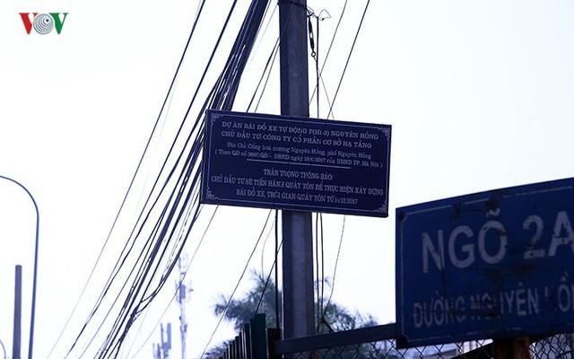 """Bãi đỗ xe thông minh """"đắp chiếu"""", thành nơi đổ rác tại Hà Nội - Ảnh 3."""