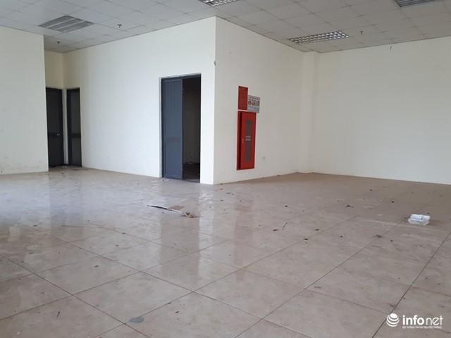 Trăm căn hộ tái định cư mới tinh biến thành nhà ma hoang phế giữa Hà Nội - Ảnh 9.