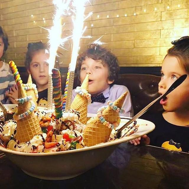 Chỉ 1 phần kem lạnh mà có giá hơn 2 triệu, thế mà nhiều người Mỹ lại dám chi để mừng sinh nhật - Ảnh 6.