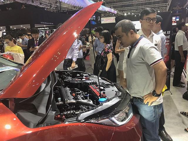 Người mua ô tô mất oan cả trăm triệu vì lệ phí trước bạ - Ảnh 1.