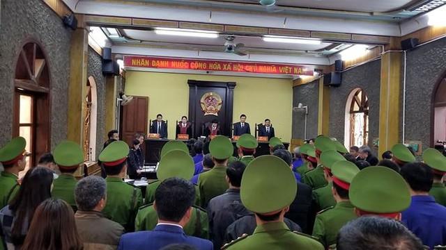 Hoãn phiên tòa xử vụ bồi thường thừa tại dự án thủy điện Sơn La   - Ảnh 1.