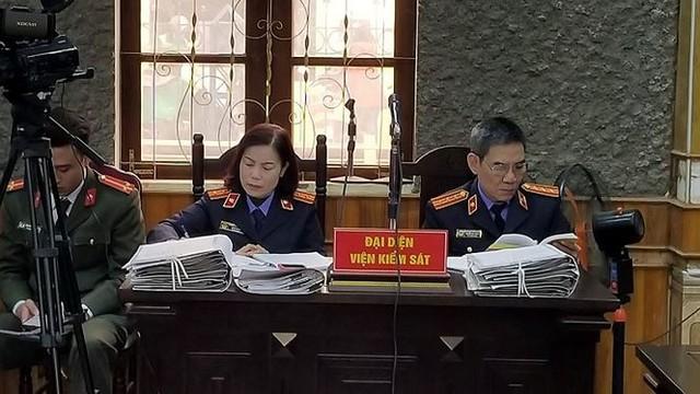 Hoãn phiên tòa xử vụ bồi thường thừa tại dự án thủy điện Sơn La   - Ảnh 2.