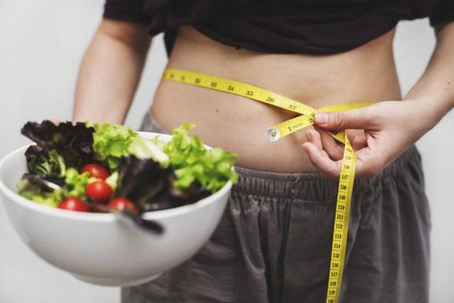 Sốt xình xịch vì cách ăn kiêng giảm cả chục cân 1 tháng: Chuyên gia nói gì? - Ảnh 1.