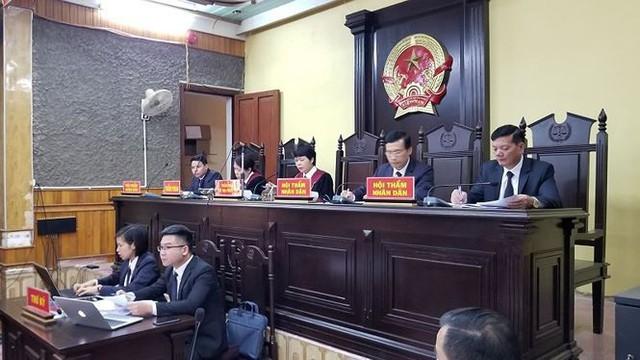 Hoãn phiên tòa xử vụ bồi thường thừa tại dự án thủy điện Sơn La   - Ảnh 3.