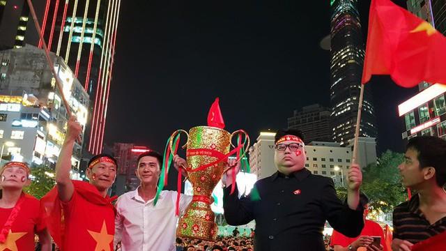 Người hâm mộ ở Sài Gòn tin tưởng đội tuyển Việt Nam sẽ chiến thắng - Ảnh 1.