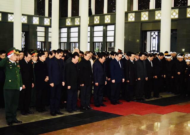 Lãnh đạo Đảng, Nhà nước viếng đồng chí Nguyễn Văn Trân - Ảnh 3.