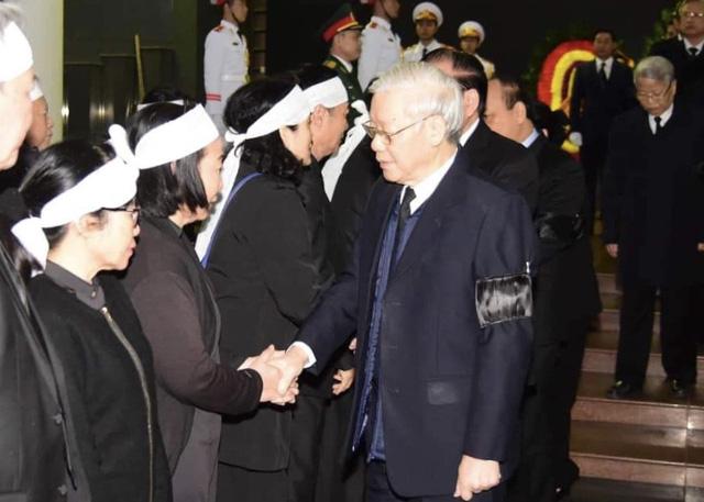 Lãnh đạo Đảng, Nhà nước viếng đồng chí Nguyễn Văn Trân - Ảnh 4.