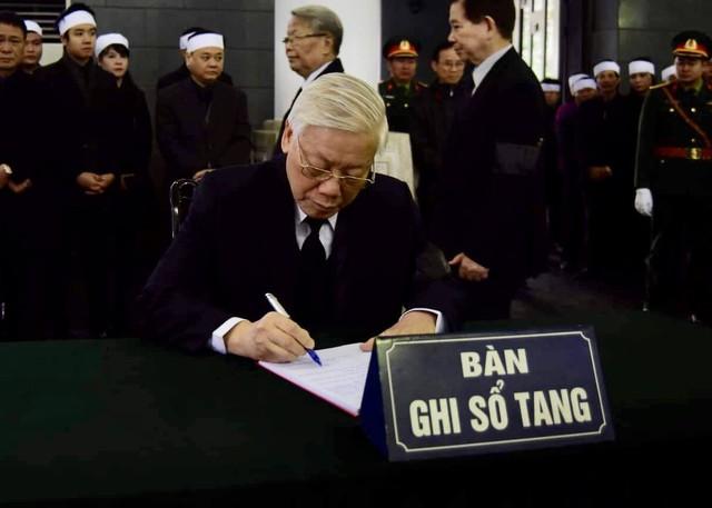 Lãnh đạo Đảng, Nhà nước viếng đồng chí Nguyễn Văn Trân - Ảnh 5.