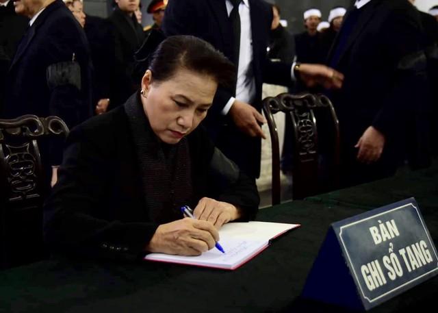 Lãnh đạo Đảng, Nhà nước viếng đồng chí Nguyễn Văn Trân - Ảnh 7.