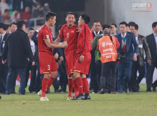 HLV Park Hang-seo chọn Hải Quế và Văn Quyết thay nhau mang băng đội trưởng ở AFF Cup 2018 vì lý do này! - Ảnh 2.