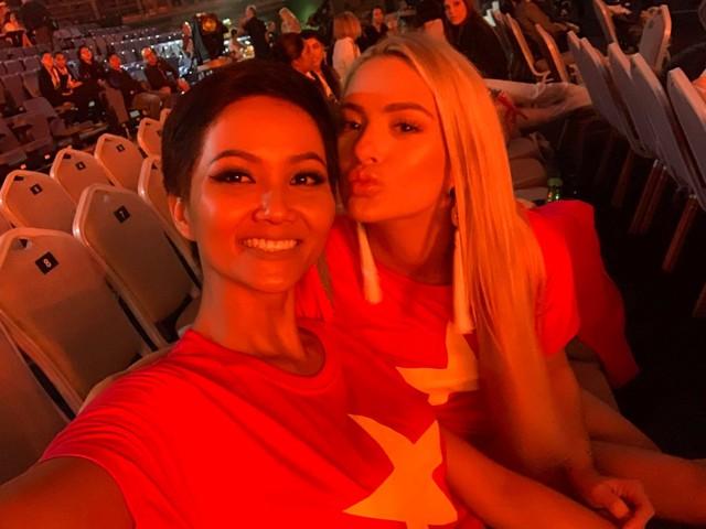 Những hình ảnh đẹp khó quên đưa HHen Niê tới kỳ tích top 5 Miss Universe: Từ bikini tới đầm sequin dạ hội, tất cả đều chinh phục trái tim người hâm mộ!  - Ảnh 12.
