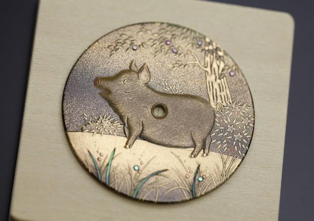Hai mẫu đồng hồ chào đón năm mới Kỷ Hợi chinh phục giới thượng lưu: Biểu tượng lợn vàng xuất hiện đầy ấn tượng!  - Ảnh 2.