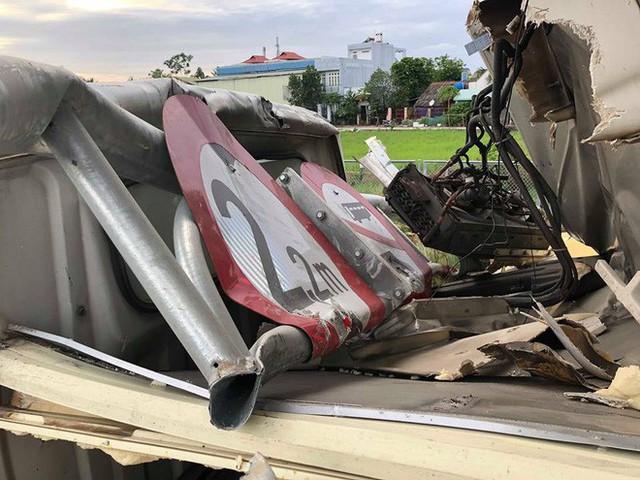 Trích xuất camera truy tìm xe ben làm rơi sình đất khiến nhiều ô tô, xe máy gặp nạn ở Sài Gòn - Ảnh 1.