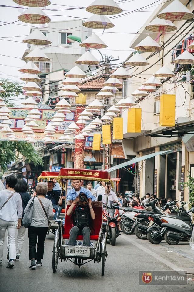 Sau con đường ô lãng mạn, Hà Nội xuất hiện Hội An thu nhỏ với 1.000 chiếc nón lá trên cao - Ảnh 18.
