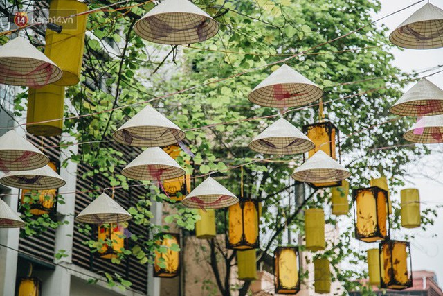 Sau con đường ô lãng mạn, Hà Nội xuất hiện Hội An thu nhỏ với 1.000 chiếc nón lá trên cao - Ảnh 5.