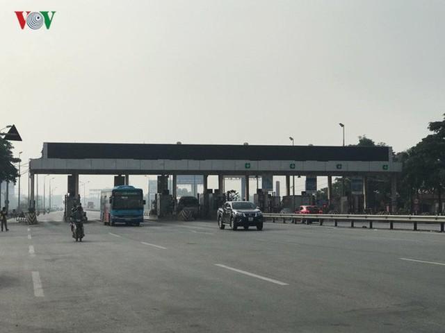 """Hình ảnh trạm BOT Bắc Thăng Long – Nội Bài """"thất thủ"""" do lái xe phản đối - Ảnh 18."""