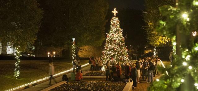 Choáng ngợp khung cảnh Noel ở các trường ĐH: Con nhà giàu sướng thật, đón Giáng sinh cũng chảnh hơn người! - Ảnh 11.
