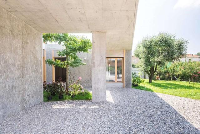 Ngôi nhà được xử lý để thông gió và đón nắng tốt - Ảnh 3.