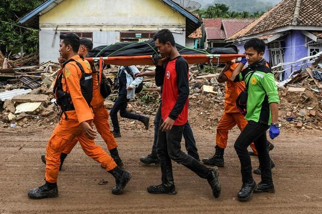Lựa chọn giữa cứu vợ hoặc cứu mẹ trong cơn sóng thần, người đàn ông Indonesia buộc phải đưa ra quyết định nghiệt ngã - Ảnh 3.