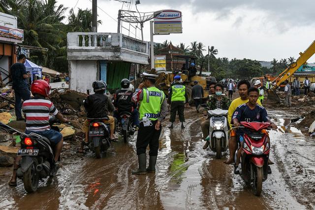 Lựa chọn giữa cứu vợ hoặc cứu mẹ trong cơn sóng thần, người đàn ông Indonesia buộc phải đưa ra quyết định nghiệt ngã - Ảnh 5.