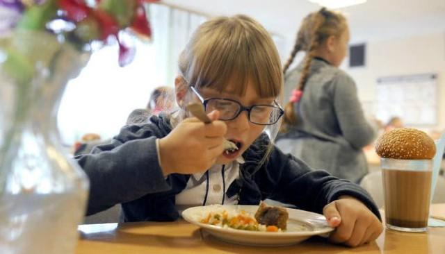 Bữa trưa của học sinh toàn thế giới: Nơi sang chảnh như khách sạn, nơi nghèo đói phải ăn đồ cứu trợ - Ảnh 11.