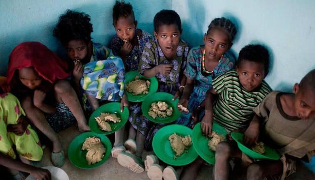 Bữa trưa của học sinh toàn thế giới: Nơi sang chảnh như khách sạn, nơi nghèo đói phải ăn đồ cứu trợ - Ảnh 4.