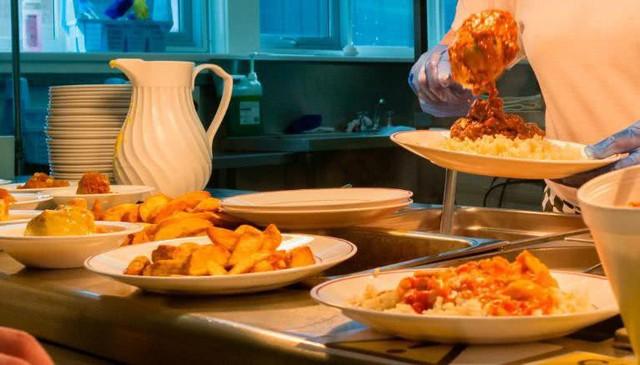 Bữa trưa của học sinh toàn thế giới: Nơi sang chảnh như khách sạn, nơi nghèo đói phải ăn đồ cứu trợ - Ảnh 6.
