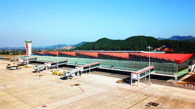 Chùm ảnh: Cận cảnh sân bay hiện đại nhất Việt Nam trị giá gần 8.000 tỷ đồng trước giờ khánh thành - Ảnh 2.