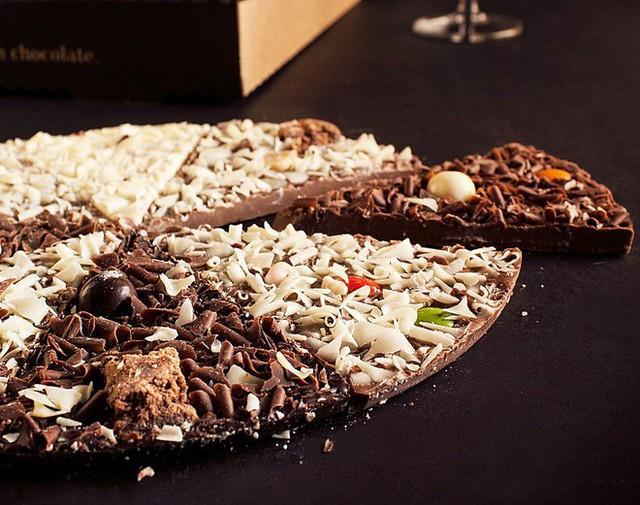Sững sờ với những chiếc pizza kì dị nhất trên thế giới, có cả loại nhân... ve sầu và chuột lang - Ảnh 1.